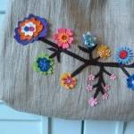 F101a ---10 Felt flowers in one col..